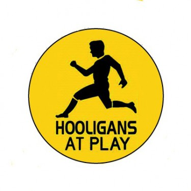 BADGESAGOGO.FR - Badge 25mm Hooligans at play