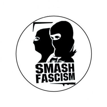 BADGESAGOGO.FR - Badge 25mm Smash facism