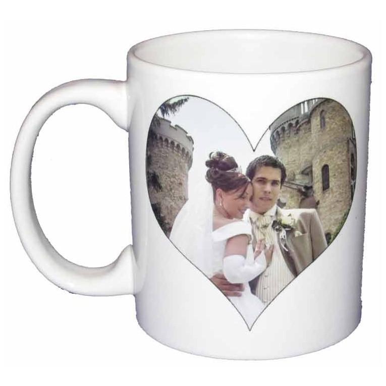 mug personnalis avec une photo en forme de coeur. Black Bedroom Furniture Sets. Home Design Ideas